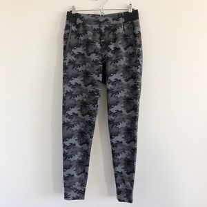 Rhone Spar Jogger Pant in Gray Camo Small